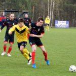 DSC06Warta Działoszyn (stroje żółto-czarne) - Zawisza Pajęczno (czarno-czerwone)